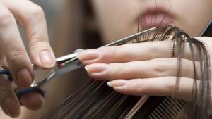 НАП ще проверява фризьори и козметици