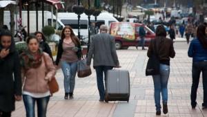 Населението на страната намалява с 43 479 души през 2014 г.